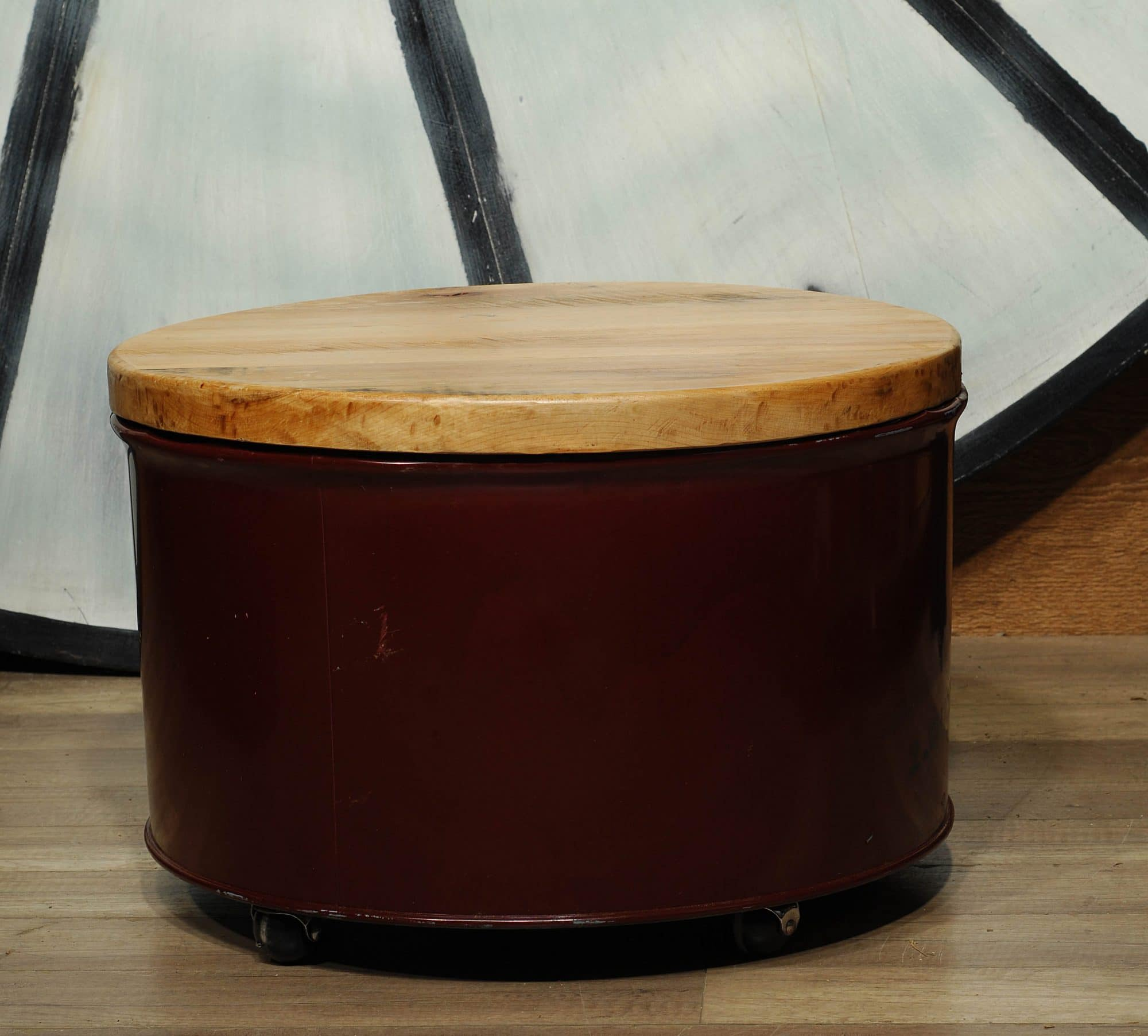 Table Baril petite table ronde sur roulette baril /small round table from baril