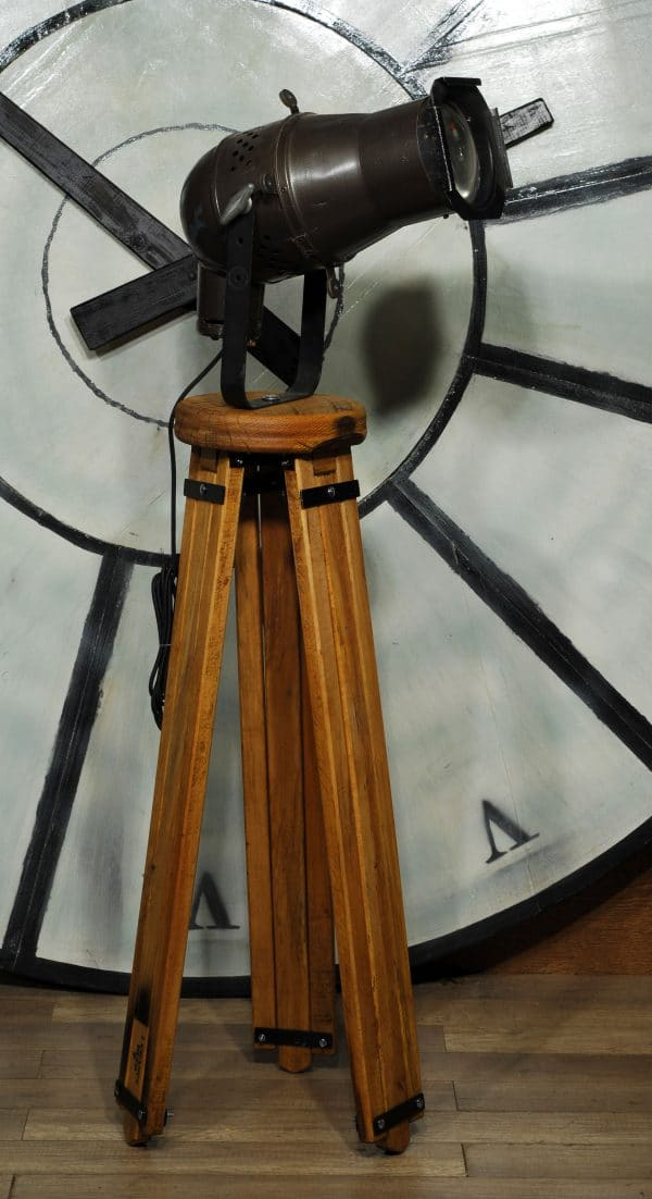 trepied en bois lampe theatre/wooden tripod ajustable big lamp