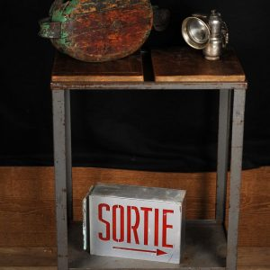 table en metal sur roue