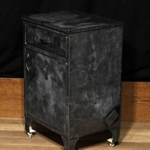 cabinet industriel antique metal