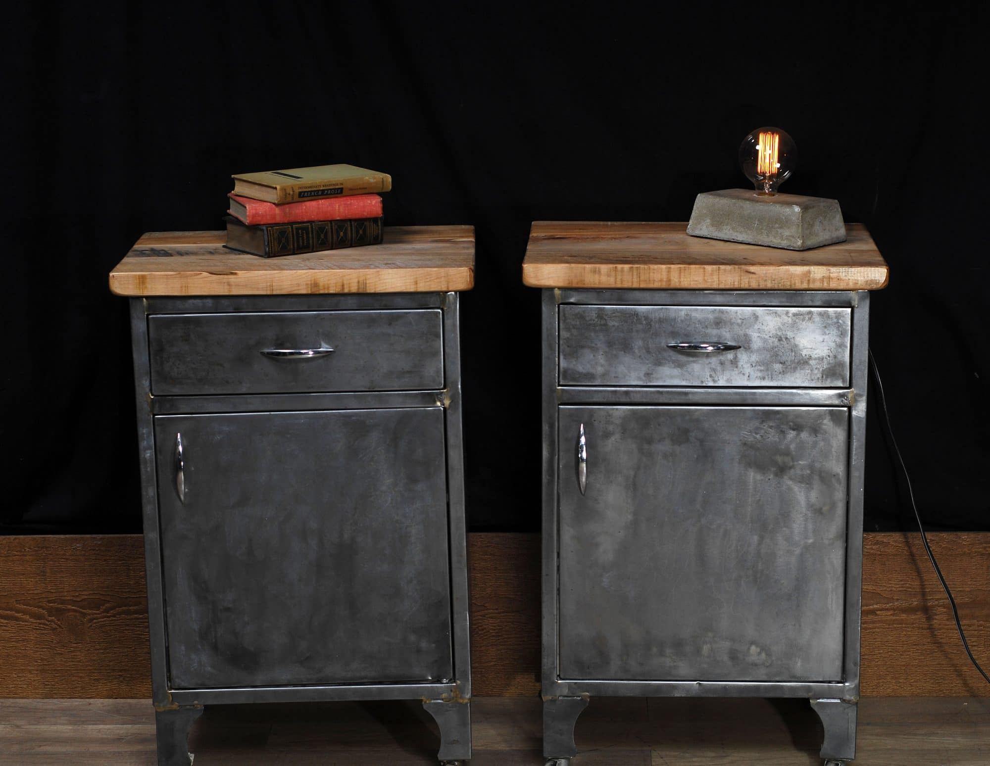 table de chevet industriel antique antique medical cabinet 2 chance deco. Black Bedroom Furniture Sets. Home Design Ideas