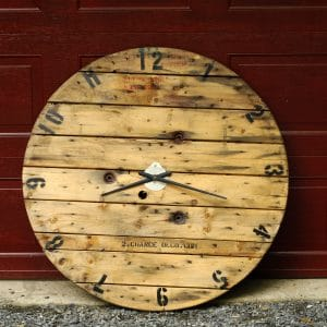 grosse horloge en bois big clock reclaim wood antique industriel